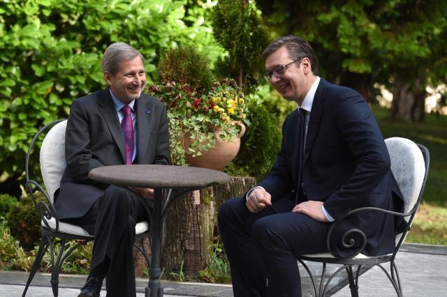 Vucic e Hahn discutono di mercato comune nei Balcani