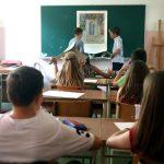 220 educatori in Serbia sono pagati anche se non lavorano e hanno uno stipendio superiore rispetto ai colleghi che lavorano con un monte ore ridotto?!