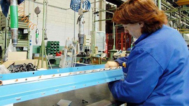 Azienda-operai-al-lavoro-piccole-e-medie-imprese.jpg