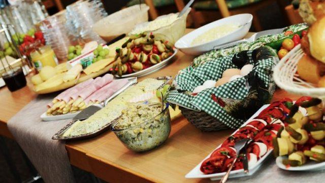 buffet-974742_960_720-768x476.jpg