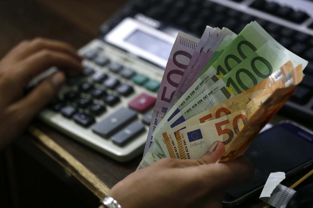 novac-pare-euro-cash.jpg